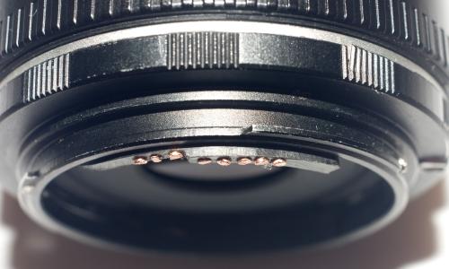 IMAGE: http://www.4photos.de/camera-diy/EOS-Kontakte-Basteln-.jpg