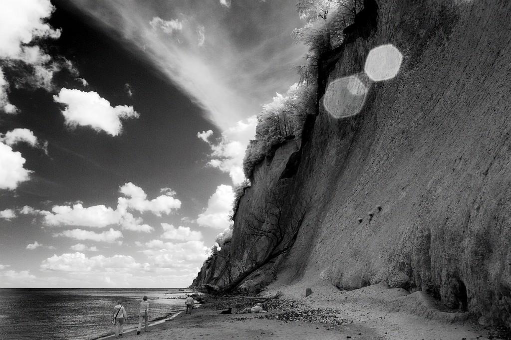 IMAGE: http://www.4photos.de/galerie/Ruegen/slides/Strandspaziergang_auf_Ruegen.jpg